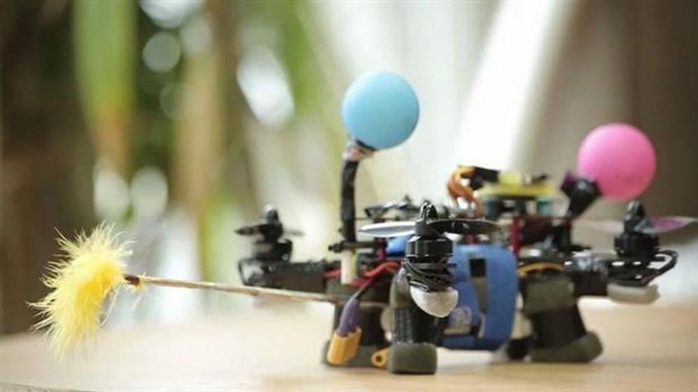06-abejas-roboticas-salvando-y-ayudando-su-gran-labor-1000xxxx